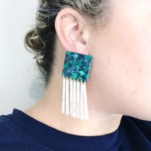 CLOSET REHAB Jewelry - Square Earrings in Green with Light Pink Fringe